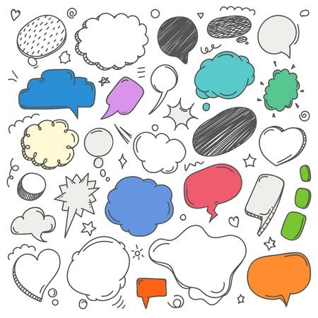 Kolekcja chmur na tle różnych szkiców. Zestaw doodles Vector