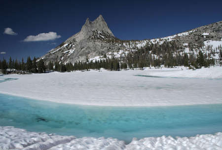 Cath�drale Lake et Cathedral Peak Banque d'images