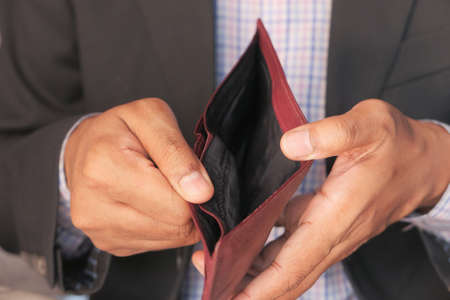 Man hand open an empty wallet with copy space. Banque d'images