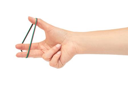 Vrouwelijke handen houden een rubberen band. Geïsoleerd op witte achtergrond
