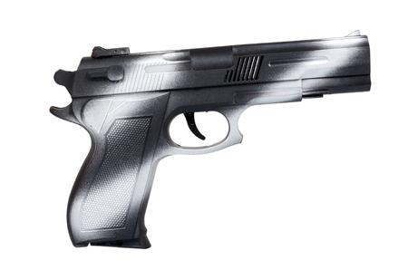 Mano con pistola negra, pistola de vista lateral, crimen y concepto militar. Aislado sobre fondo blanco Foto de archivo