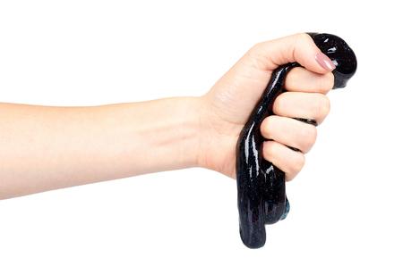 Main avec jouet slime noir pour enfants, paillettes et goo. Isolé sur fond blanc Banque d'images