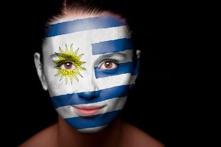 bandera de uruguay: Retrato de una mujer con la bandera del Uruguay