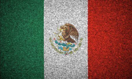 bandera de mexico: La bandera mexicana pintada en un tablero de corcho.