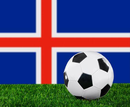 icelandic flag: La bandera de Islandia y el bal�n de f�tbol sobre la hierba verde. Foto de archivo