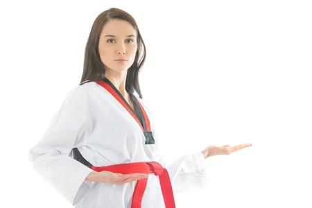 mujer del kimono de deportes sobre un fondo blanco photo