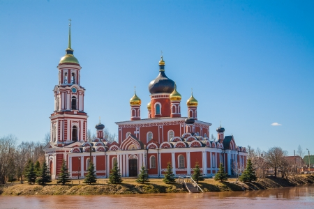 nerl river: Russian orthodox church on the bank of a river in Staraya Russa