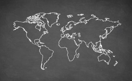 mapa del mundo dibujado en la pizarra. La tiza y el pizarrón.
