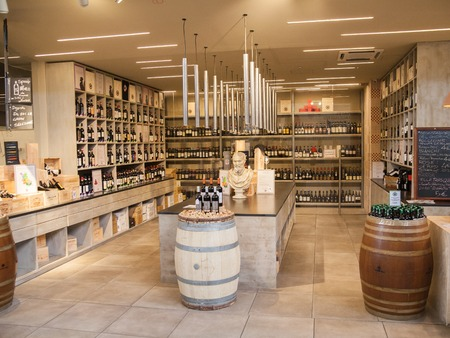 イタリアの古典的なワイン ショップ。フィレンツェ 写真素材