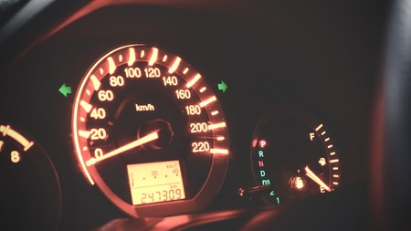 Odometer Speed in car with orange light showing about gas running out of petrol sign Stockfoto