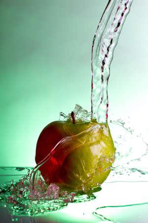 appel water: Zonsondergang in de zomer veld