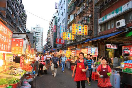 night market: Taipei Wanhuawuzhou street night market