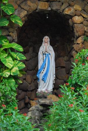セント トーマス大聖堂の彫像