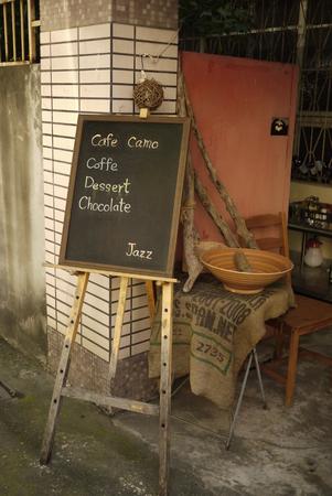 Cafe Camo menu schrijven op greenboard