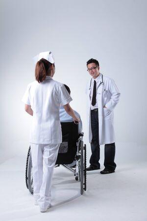 enfermera con cofia: Care of Patient LANG_EVOIMAGES