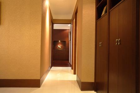 closet door: Interior LANG_EVOIMAGES