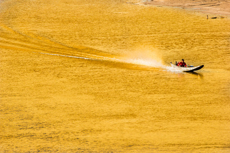 run faster: Fishing boat run faster