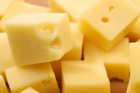 blocks of Dutch cheese on a wooden tray 版權商用圖片 - 14900096