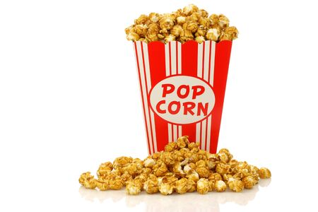 caramel popcorn in a decorative paper popcorn cup on a white background 版權商用圖片 - 15050346