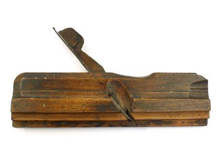 herramientas de carpinteria: vendimia viejo avión de madera machihembrado sobre un fondo blanco Foto de archivo