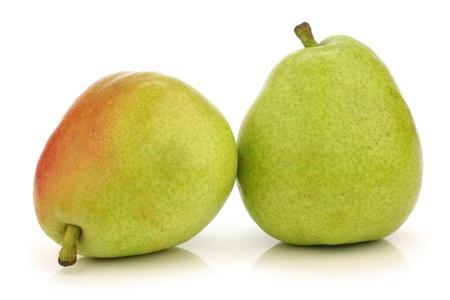 anjou: Dos Anjou Peras en un fondo blanco