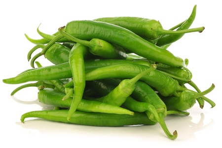 Freshly harvested jalapeno peppers on a white background  Banque d'images
