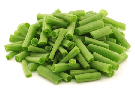 cut small and slender green beans  haricot vert  on a white background  Banque d'images