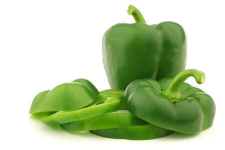 fresh green bell pepper  capsicum  and a cut one in a wooden crate on a white background 版權商用圖片 - 15106990