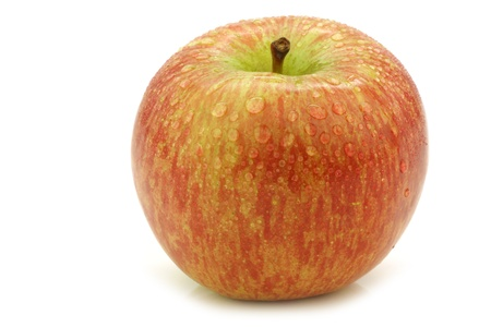 appel water: verse Fuji appel op een witte achtergrond Stockfoto