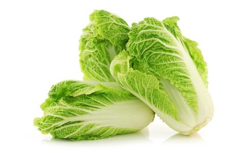 白い背景の上の新鮮な白菜