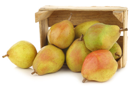 Fresh pears in a wooden crate on a white background 版權商用圖片
