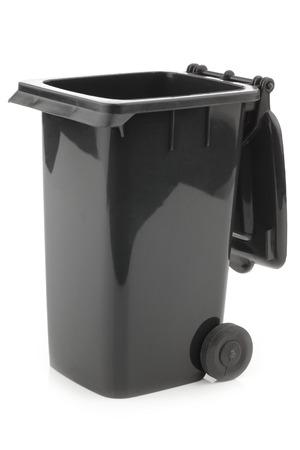 Black opende vuilnisbak op een witte achtergrond Stockfoto