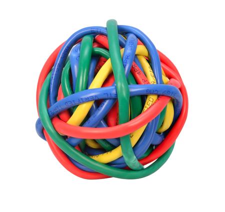 白い背景で隔離ネットワーク ケーブルを鮮やかな色とりどりのボール。ボールの色線の