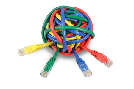 鮮やかな色とりどりのネットワーク ケーブルとプラグが白い背景で隔離のボール。IT の問題とソリューションの背景画像 写真素材