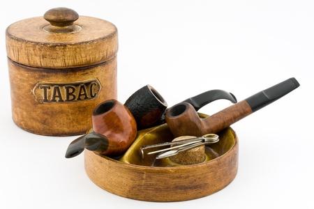 smoking pipe: Pipe tobacco tin on white background