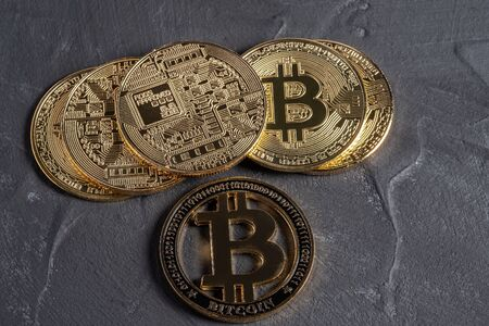 cryptocurrency, bitcoin peer-to-peer payment system that uses the same unit to account for transactions Banco de Imagens