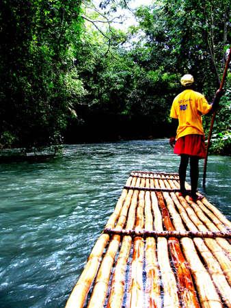 guia turistico: Gu�a tur�stica sobre el agua Editorial