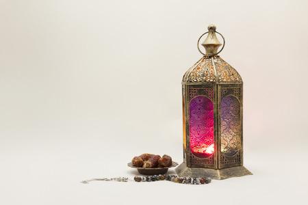 Ramadan Kareem: Collection of Lantaarn met Data en rozenkrans, u kunt het gebruiken als wenskaart