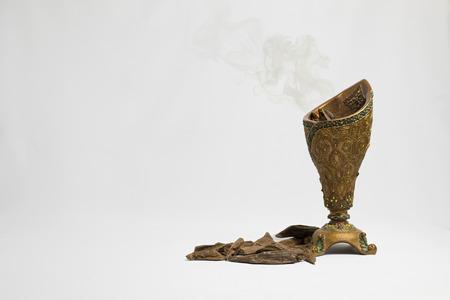 Agarhout, wierook Chips, Arabische vertaling: Oud, gebruikt in Ramadan en gelegenheden om wierden, meubels en plaatsen te wierden