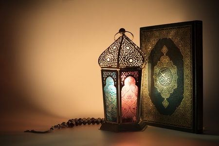 Lantern and Muslims holy book - Quran - with rosary beads Banco de Imagens