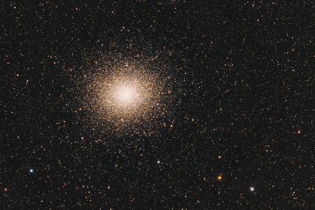 Real cúmulo globular Omega Centauri en Centaurus tomada con la cámara CCD y telescopio de distancia focal media Foto de archivo