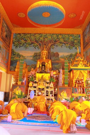 new recruit: Alguna parte en el ceremonial de monje nuevo recluta  Foto de archivo