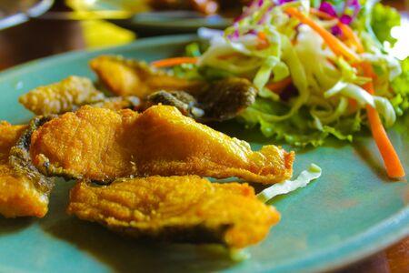 snake head fish: Fried testa di pesce serpente, alimenti dietetici per la tua forma