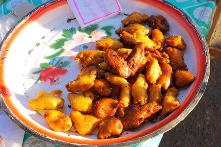 platanos fritos: Los pl�tanos fritos se venden en mercado a nivel local de Tailandia