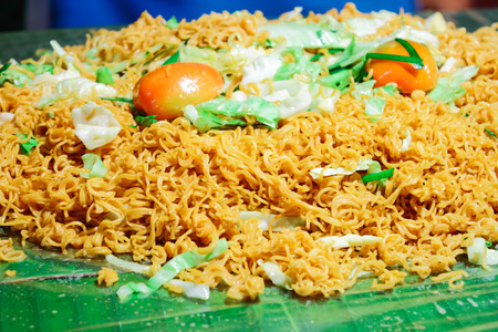 cooked instant noodle: Fried instant noodle on green leave
