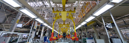 Car Assembly robots on Assembly line. Bottom view of transfer of car bodies at factory. Large-format shooting of car Assembly process at factory. Banner of automobile production Banque d'images