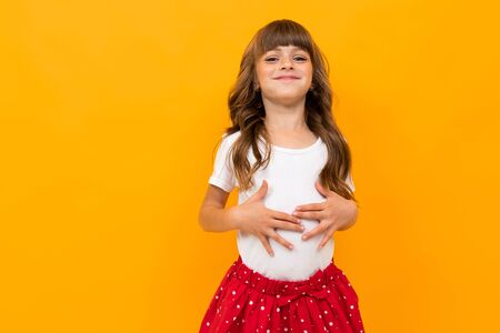 studio photo of a funny attractive caucasian girl on a yellow background. Banque d'images - 135443776