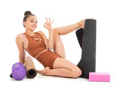 Caucasian gymnast with athletic body after warm-up, stretch muscles. Zdjęcie Seryjne - 139903058