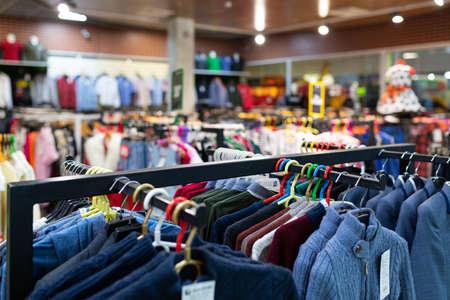 department store with a large assortment of clothes. Foto de archivo