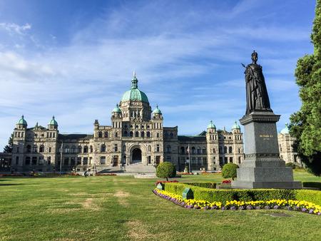 Gebouwen en Standbeeld Parlementsgebouw British Columbia in Victoria Stockfoto